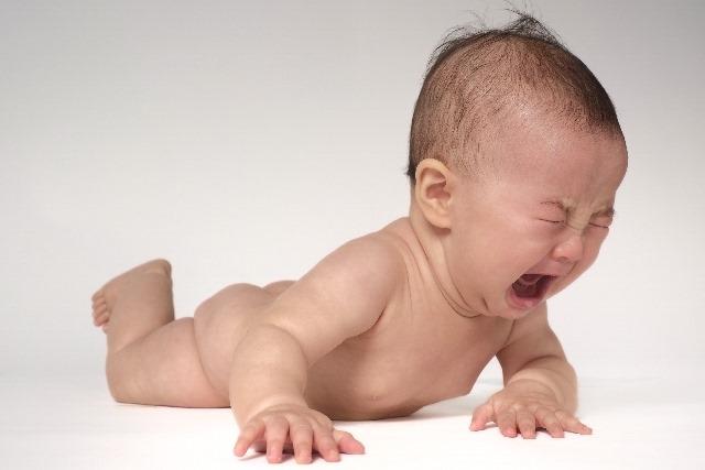 赤ちゃんが下痢になった時はまずうんちの色をチェック!
