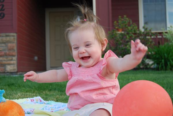 大人には理解できない!?面白すぎる「赤ちゃんの笑いのツボ」5つ