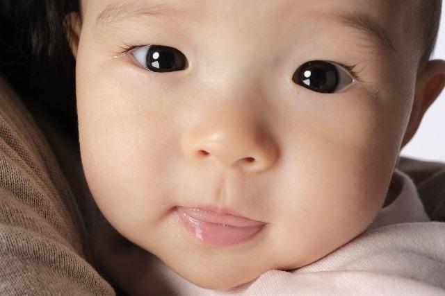 なるほど!赤ちゃんが鏡を見て笑う2つの理由と鏡はダメって噂の真相
