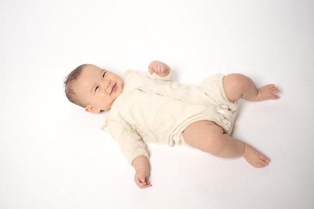 意外?感動!?赤ちゃんの天使の笑顔の正体に関する4つのこと