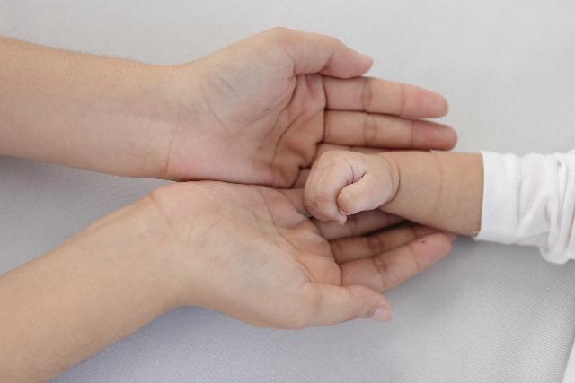 乳幼児の低体温で考えられる2つの原因と5つの対処法