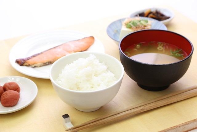 母乳出まくり!麺・パン・ご飯、おっぱいでやすい主食はどれだ!?