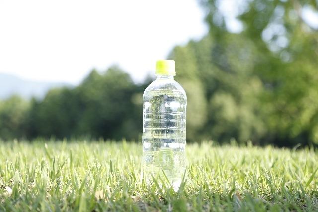 お風呂あがりは水分補給!赤ちゃんに飲ませたい飲み物とは