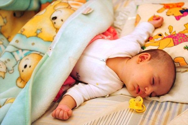 新生児のうちはおしゃぶりをどう活用すべき?使い方6つのコツ