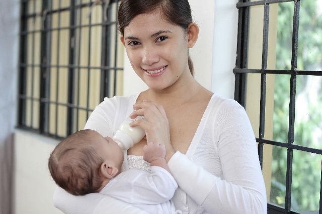 徹底検証!母乳とミルク、脱水症状になりやすいのはどっち!?