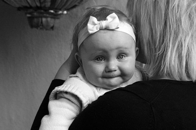 ママたちが実際にやってる赤ちゃんの夜泣き対処法5選