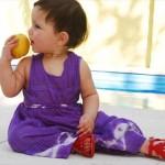 暑い時期、赤ちゃんの服装はどうするべき?5つのポイント