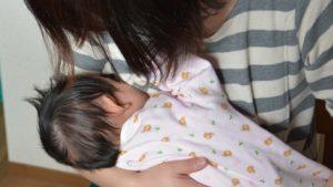 赤ちゃんの月齢別の授乳量と1日の回数、足りているかの目安を知りたい!